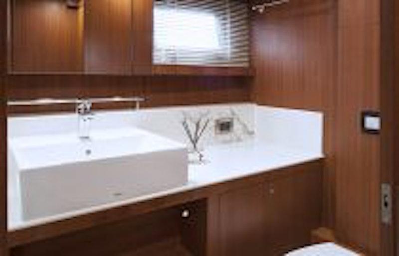 photo of dyna 63 guest bathroom